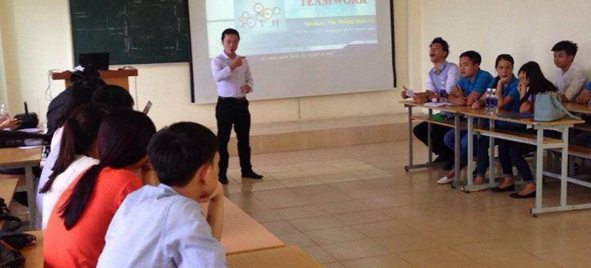 Chia sẻ kỹ năng Teamwork cho thủ lĩnh các câu lạc bộ tại FBU